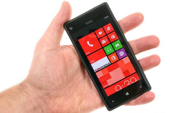 HTC Windows Phone 8X in hand