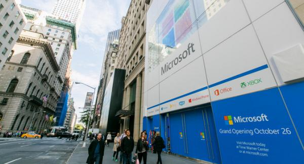 Microsoft opens a flagship store on the Fifth Avenue in ...