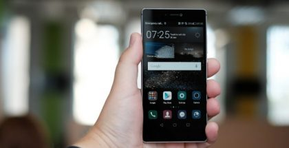 """Huawei P8"" (CC BY 2.0) by Janitors"