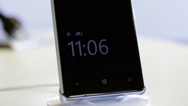 a Lumia device showing Glance Screen